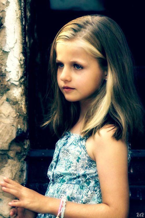 Royal Bio: Leonor, Princess of Asturias ◆ Leonor de Todos los Santos de Borbón Ortiz ◆ born October 31, 2005 ◆ eldest daughter of The King and Queen of Spain ◆ future queen regnant of Spain ◆ The Princess of Asturias since June 19, 2005 ◆ the first...