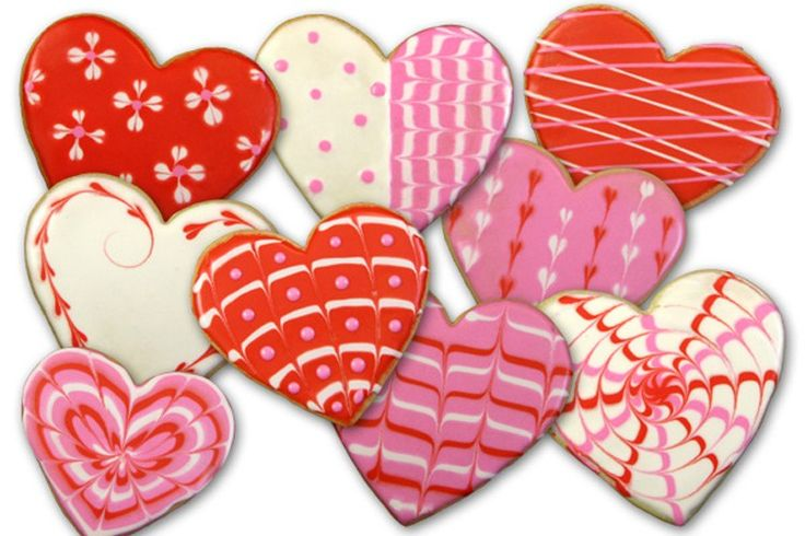 How to Decorate Valentine's Heart Cookies (tutorial & photo by Karen's Cookie) #sweeticity #cookiedecorating #edibleart