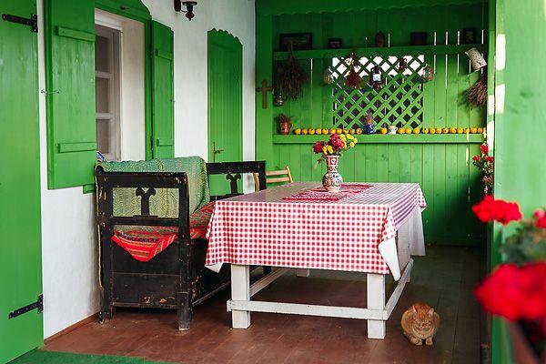 Деревенский дом с румынскими мотивами
