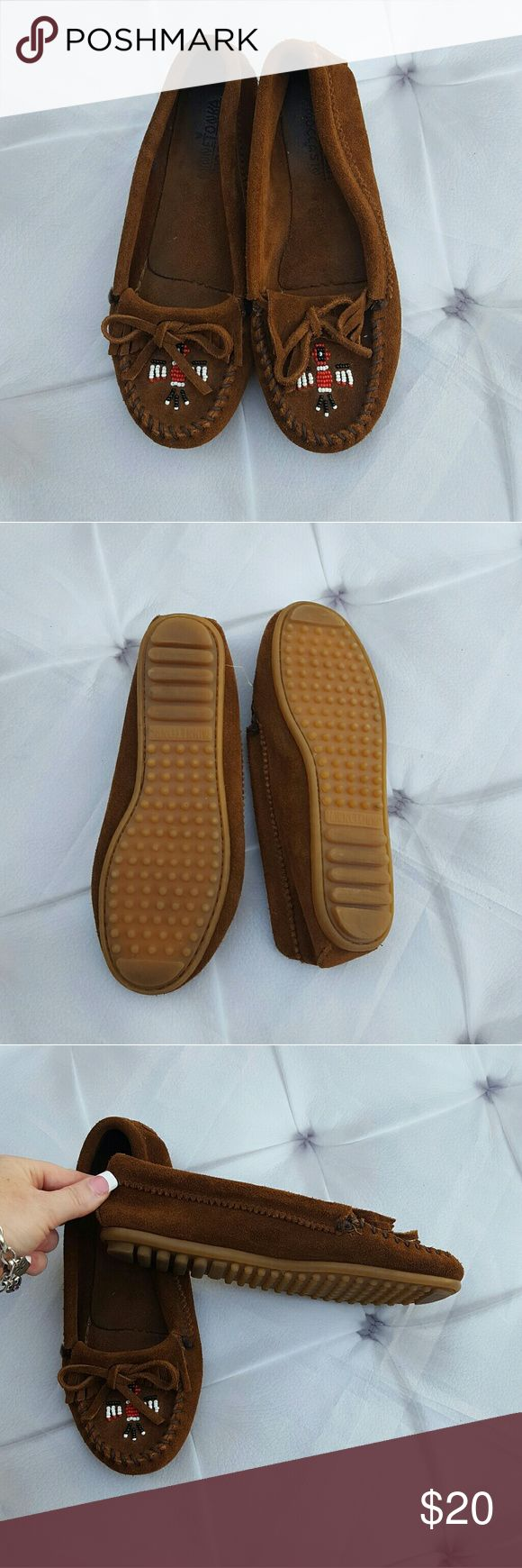 Minnetonka Beaded Comfy Casual Mocassins Size 6 Minnetonka super comfy and casual leather mocassins in great condition. Beadwork tribal design on the toe with finge and leather ties. Tagged size 6.  Runs true to size. Inner sole has some wear but overall in great condition.   #ravenkittystyle #mocassins #minnetonka #tan #leather #casual #flats #size6 #womens #beaded #tribal #fringe Minnetonka Shoes Moccasins
