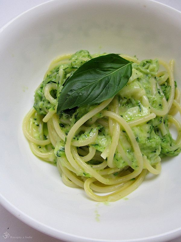 """No nie je to ziadna """"Italie"""".... ale chuti :)         CO POTREBUJETE (pre 1 osobu):     45ks spagiet (ano spocitala som ich!)   sol   oliv..."""