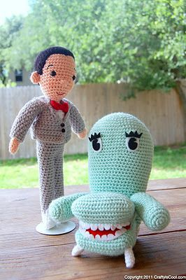 Pee Wee & ChaireePee Wee, Crochet Dolls, Plays House, Chairs, Playhouses, Peewee, Knits, Play Houses, Amigurumi Patterns
