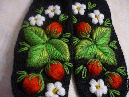 """Варежки, митенки, перчатки ручной работы. Ярмарка Мастеров - ручная работа Варежки с вышивкой """"Сладкая ягода"""". Handmade."""
