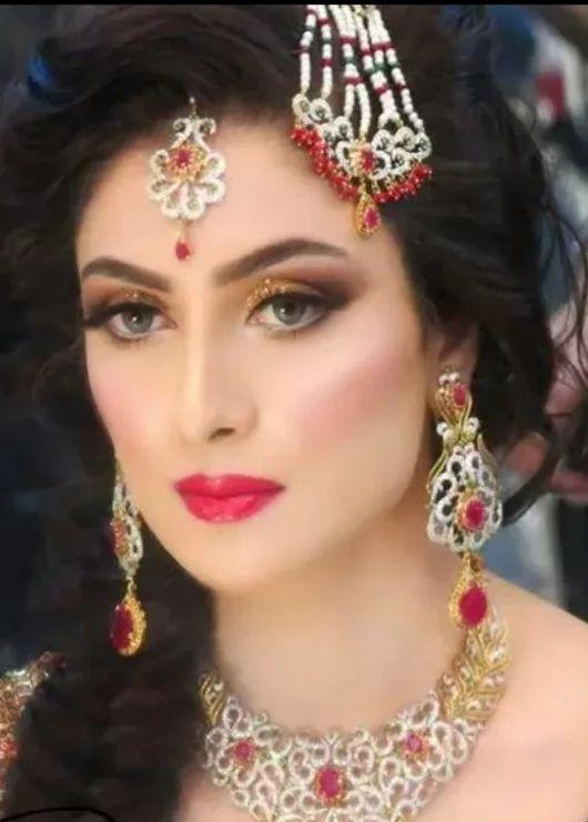 Pakistani actress Ayeza Khan