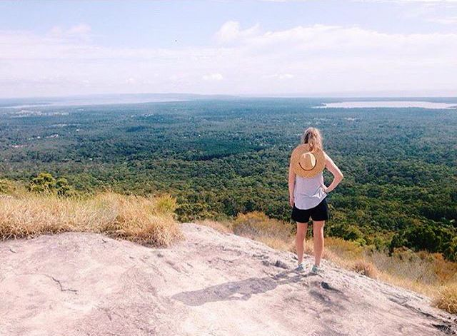 Pausing for a moment to soak in the Hinterland views from Mt Tinbeerwah! Located in the Tewantin National Park, this spot is just a 15 minute drive from Noosa Heads and offers panoramic 360 degree views over Noosa and surrounding hinterland.
