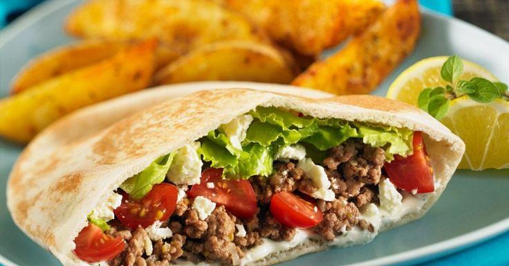 Mit Hack und Feta gefüllte Pitabrote ist ein Rezept mit frischen Zutaten aus der Kategorie Rind. Probieren Sie dieses und weitere Rezepte von EAT SMARTER!
