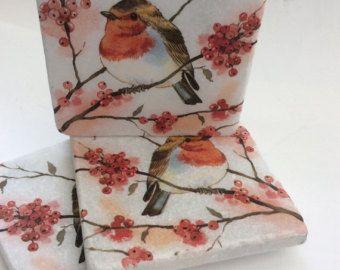Set di 2 marmo pietra sottobicchieri-Red Robin Robin/bacche/Natale arredamento/Robin piastrelle/uccello sottobicchieri/Red Robin regali/rosso coaster Robin sets