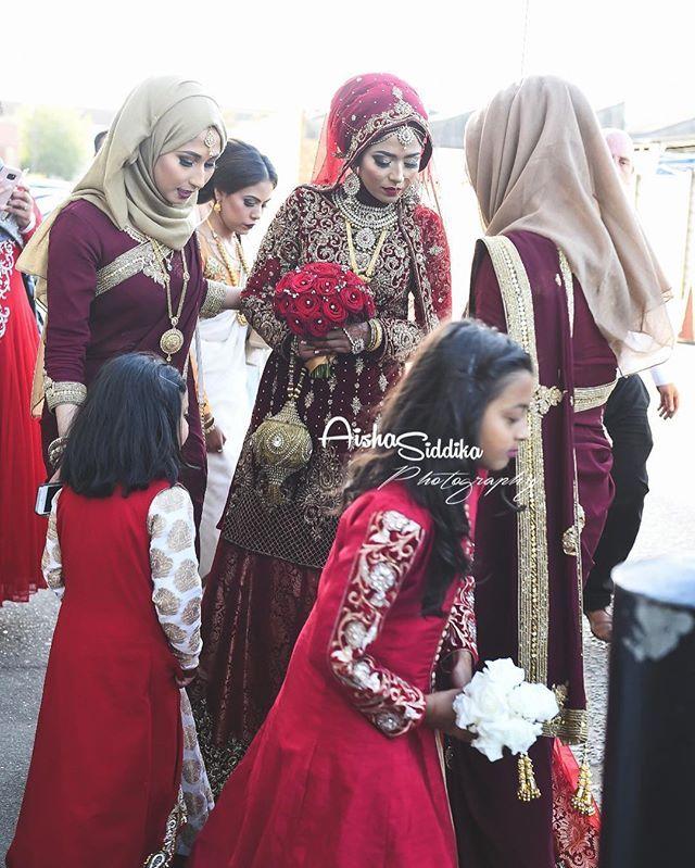 Candid shot ❤️ my favourite type of picture 📸#aishasiddikaphotography #photographer #femalephotographer #nikon #nikontop #family #sisters #wedding #asianwedding #mua #london #nikkah #bengali #beautiful