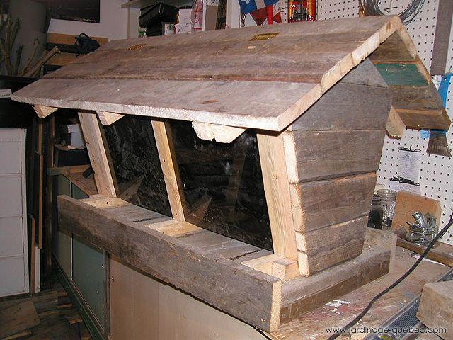 7 best mangeoire oiseaux fabriquer une mangeoire en bois sur pied images on pinterest the - Fabriquer mangeoire oiseaux sur pied ...