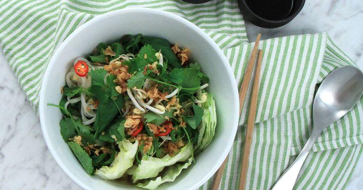 Värmande och god buljongsoppa med nudlar, kyckling och smaker från Vietnam.