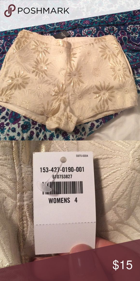 NWT Women's cream and gold shorts from Abercrombie Size 4 cream and gold short shorts. Never worn. NWT Abercrombie & Fitch Shorts