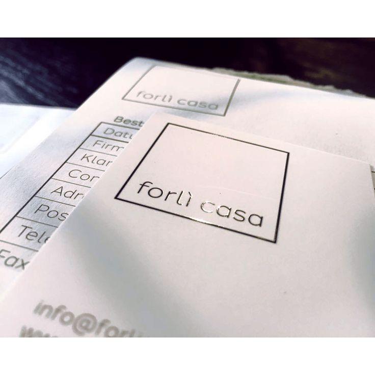 Voor Forlì Casa hebben wij vanwege een naamswijziging de bestaande, eerder door ons ontworpen, huisstijl in een nieuw jasje gestoken.    De verschillende onderdelen zijn hier: 2 verschillende business cards met sfeerfoto en spot UV logo, briefpapier met envelop, with compliments card en een orderblok.    Zie ook www.forlicasa.nl