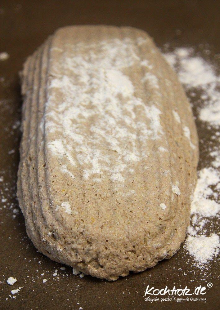 Heute machen wir mal in Hirse, um ganz genau zu sein in Hirsebrot und zwar in einer leckeren rustikalen Variante. Das Brot hat einen wunderbaren Geschmack und hält sich durch die Zuccini einige Tage saftig und frisch. Das war auch einer Eurer Wünsche aus meinem Wunschkonzert in den vergangen Monat