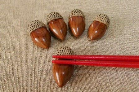 どんぐりデザインの箸置き(陶器)