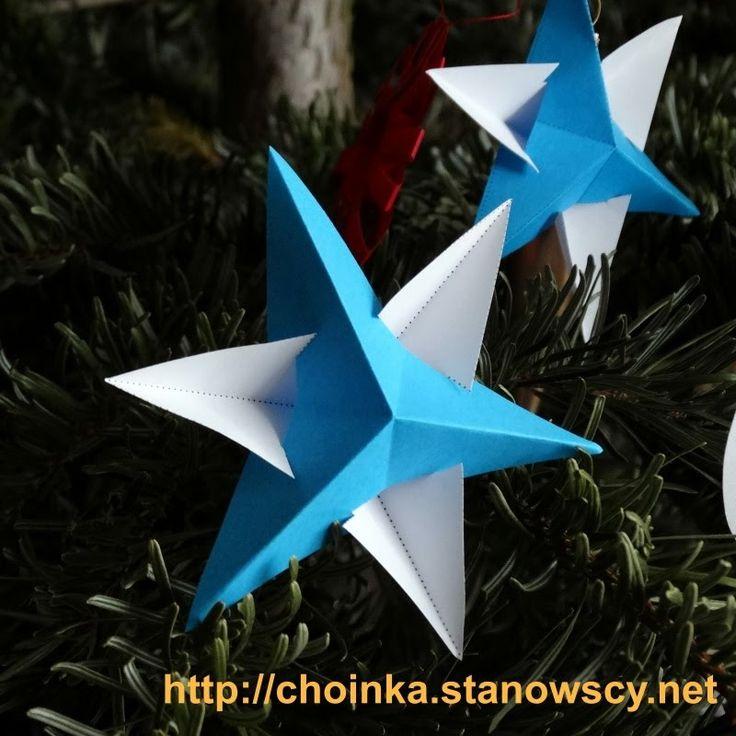 Gwiazdka z trójkątów - Zabawki z naszej choinki Prosta ale efektowna gwiazdka z dwóch naciętych trójkątów połączonych bez kleju. Wyszperana w Internecie w styczniu 2017.