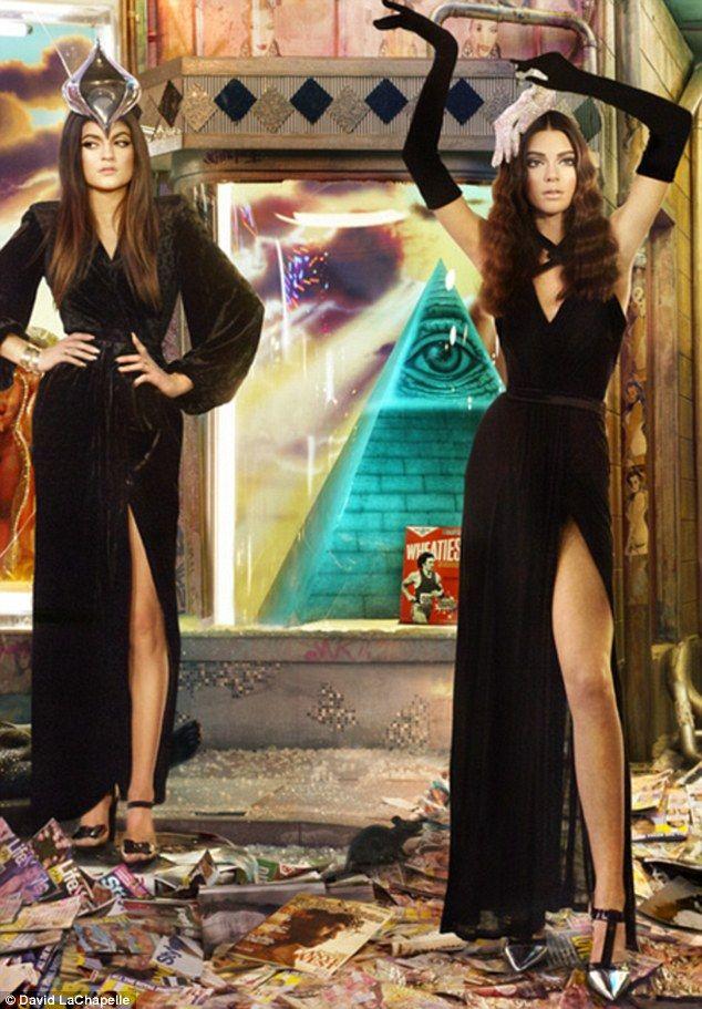Kendall and kylie jenner on kardashian family s 2013 christmas card