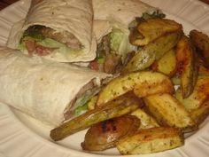 Ik heb gister gyros wraps gegeten (wraps met tzatziki, sla, tomaat en een mengsel van kalfsvleesreepjes, champignons en paprika met gyroskruiden) en aardappelpartjes uit de oven.