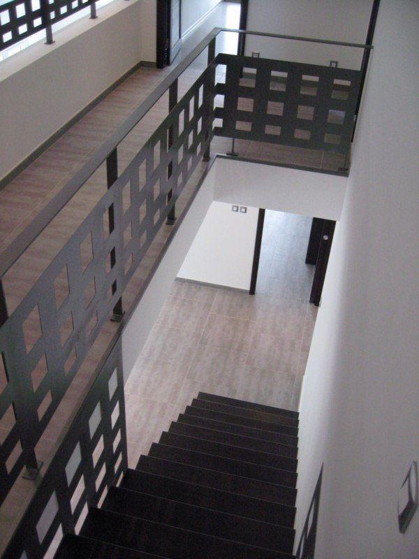 Escalier canasta marche encastre bois et acier