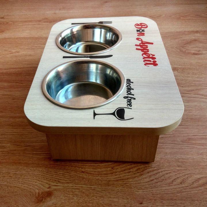 Столик для обжор с чувством юмора ;) Подойдет для котов любых размеров и собак до 8 кг. Столик устойчив. В комплекте 2 мисочки - возможны 2 вида размеров. Мисочки съемные.