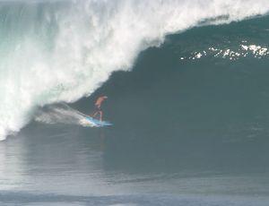 Scooby olhou a previsão de ondas grandes no Mpexico e partiu para a viagem, ao lado de Lucas Silveira (Foto: Miguel Lopez)