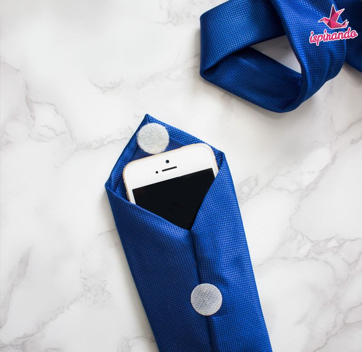Portacellulare in tessuto realizzato con il riciclo delle cravatte   Fabric phone holder made with upcycling men's ties • #tie #ties #DIY #recycle