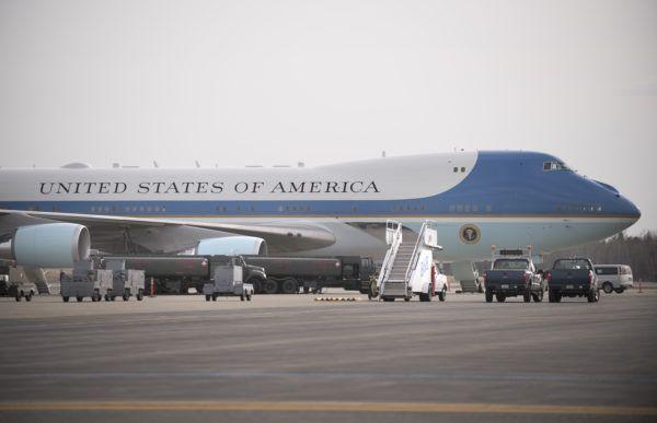President's plane lands in Bangor |  BDN Maine | Bangor Daily News