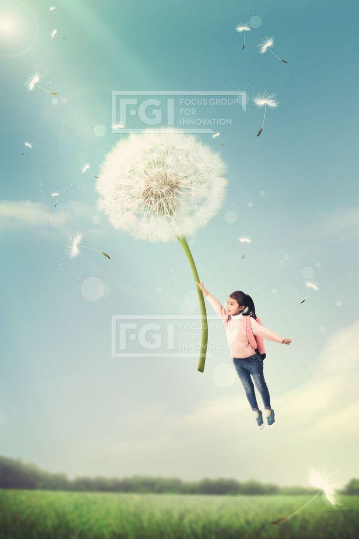FUS188, 프리진, 그래픽, 그래픽, 인쇄, 편집, 인쇄편집, 합성, 편집포토, 배경, 풍경, 백그라운드, 오브젝트, 어린이, 교육, 꿈, 희망, 상상, 동화, 여자어린이, 1인, 전신, 날고있는, 가벼운, 민들레, 홀씨, 빛, 잔디, 하늘, 구름, 자연, 어린이 교육 #유토이미지