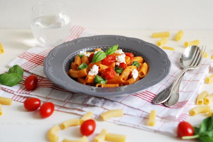 pasta ri-quadro Verrigni con sugo di pomodori datterini, pesto, fiordilatte di Agerola e il racconto di un weekend in una cucina professionale