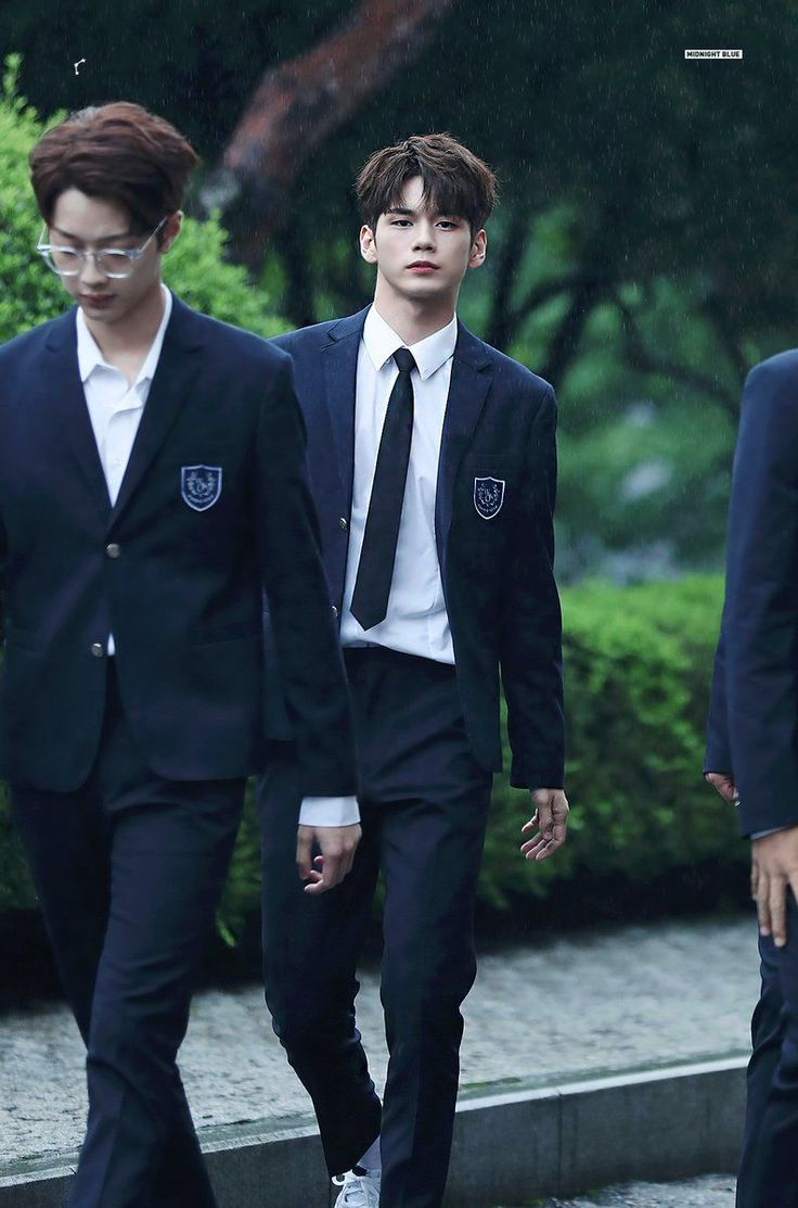 WANNA ONE Ong Seongwoo Looks Like A Runway Model In The Rain (9 Photos)  See More: https://t.co/FhacYoLewb https://t.co/m1qnOtrhLI