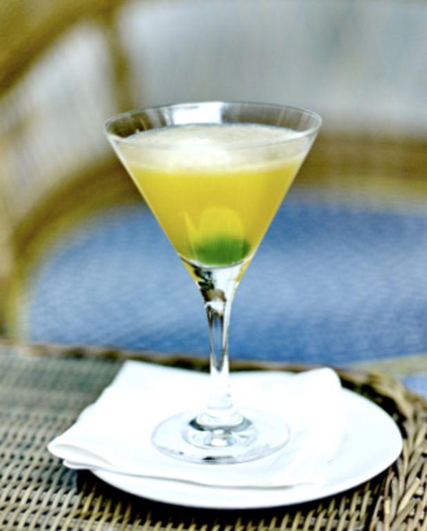 Cocktail bourbon sour pour 1 personne - Recettes Elle à TableIngrédients      2 cl de sirop de sucre de canne 4 cl de bourbon      glaçons 5 cl de jus de citron frais
