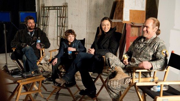 Falling Skies BTS - Noah Wyle, Maxim Knight, Moon Bloodgood and Will Patton