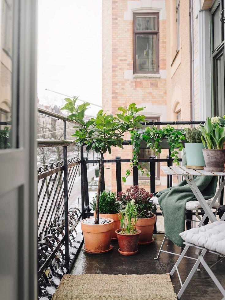 Stilvoller Wohnbereich Mein Schrank In Trummern Dekorationstrends 2018 Nara Gimenez Diy Small Balcony Design Small Balcony Garden Balcony Decor