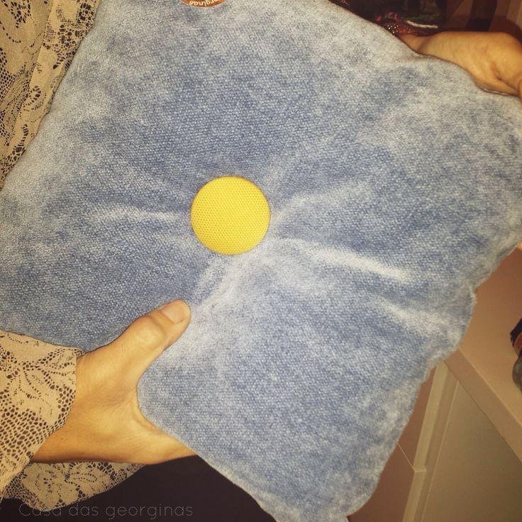 Almofada 30x30cm com tecido da Pedroso & Osório