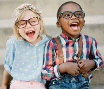 Вдохновляющая картинка офигенно, чёрный, парень, малыш, детство, дети, пара, мило, наслаждайся, мода, веселье, смешно, девушка, очки, счастливые, дитя, ребятишки, мелкие, любовь, прекрасно, приятно, улыбки, улыбаються, стиль, белый, молодость, 1169872 - Размер 500x366px - Найдите картинки на Ваш вкус