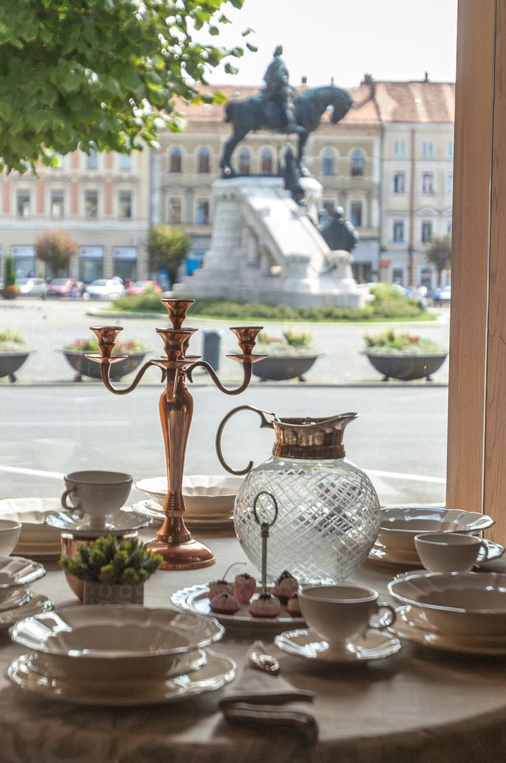 Visit this magical city of ours: Cluj Napoca, while relaxing in a Chic Castle in the city Centre! We will delight you with the Royal Collection!