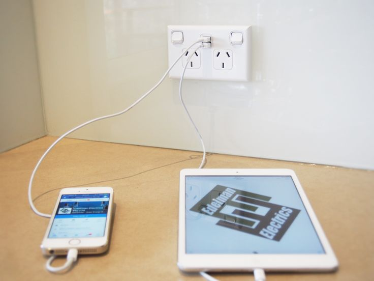 Double powerpoint with double usb rapid 2x2.1amp USB charger in action