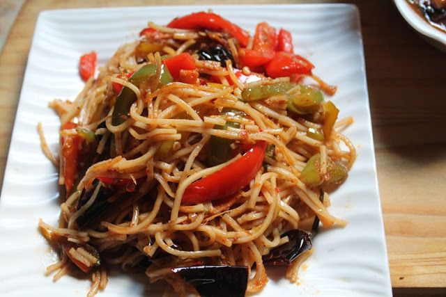 YUMMY TUMMY: Chilli Garlic Noodles Recipe - Spicy Chinese Chilli Garlic Noodles Recipe