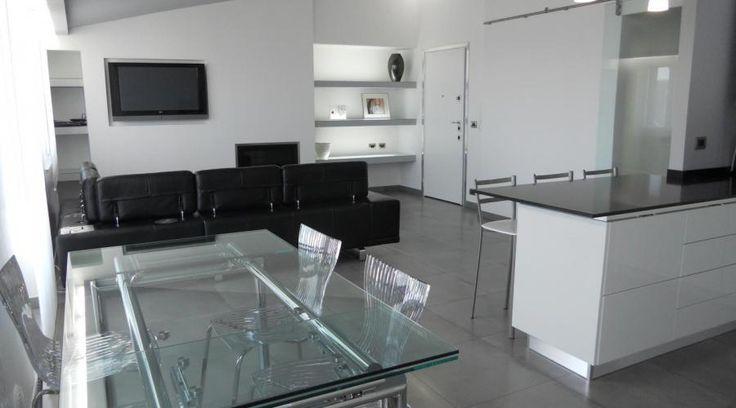 Ristrutturazione di un appartamento in Calabria. Essenzialità e minimalismo | RistrutturareOnWeb  #appartamento #soppalco