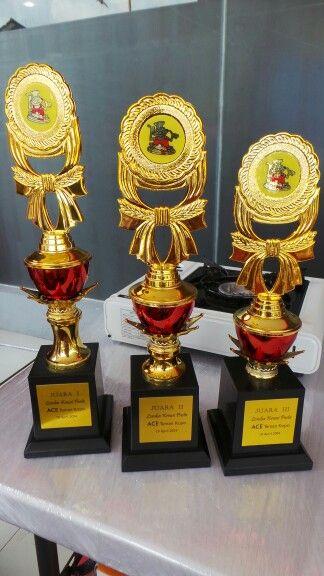 Piala untuk pemenang lomba kreasi pasta