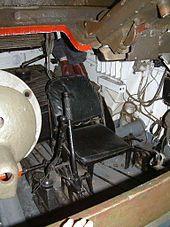 Т-34 — Место механика-водителя.