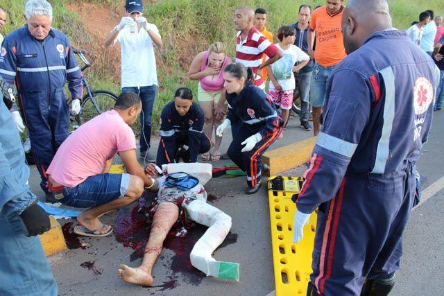Motoqueiro é socorrido em estado grave após colisão frontal em MG