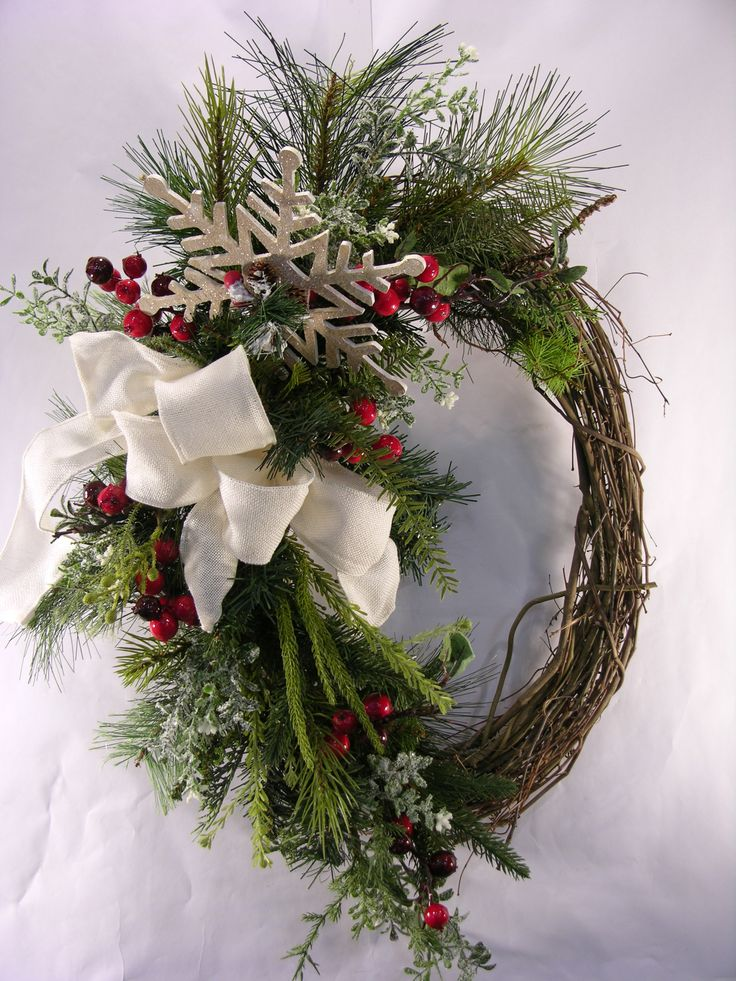 wreath design for christmas | Snowflake Berry Christmas Wreath | MilandDil Designs