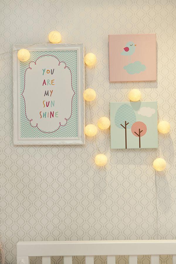 Quarto de bebê com decoração de passarinhos