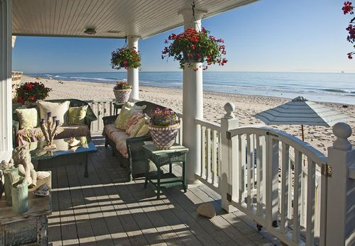 ❥ um~ I'll take that porch! with that view~ most likely already pinned this many times, but I really love it , ;)