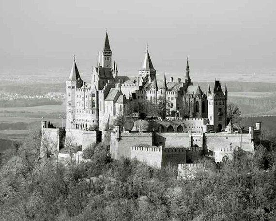 Deutsches Schloss Verzaubertes Berggipfel Dorf Märchen Türme Türme Romantisch …   – Products