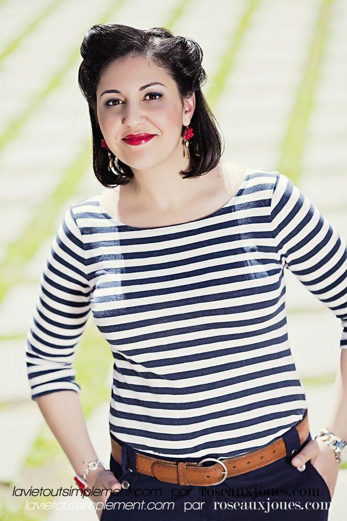 Look balade chic au bord de l'eau - Maquillage et Coiffure. Apprenez à faire une coiffure pin-up. Tous les détails du projet #EnModeLocale sur www.lavietoutsimplement.com