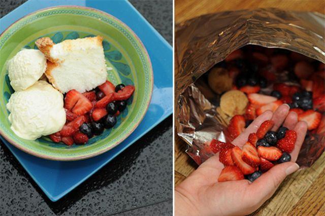 Gâteau des anges et coulis de fruits