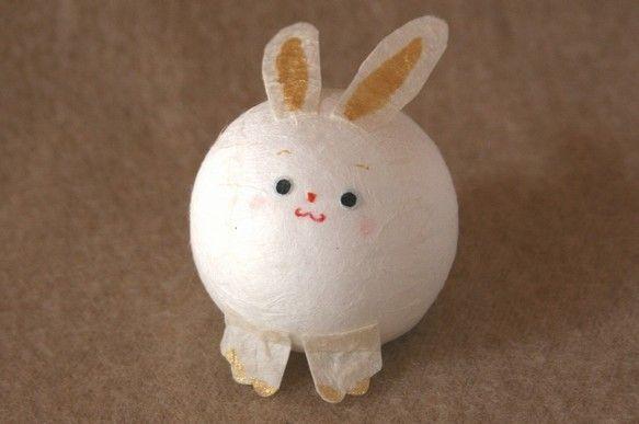 まんまるウサギ。優しい素材の和紙に包まれています。size;4×4.5×4cm   3枚目の写真に一緒に写っている   キャラメルの箱...|ハンドメイド、手作り、手仕事品の通販・販売・購入ならCreema。