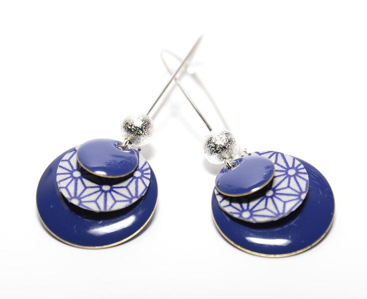 Boucles d'oreilles dormeuses sequins bleus et sequins fait-mains motif asanoha : Boucles d'oreille par tourmaline-bijoux
