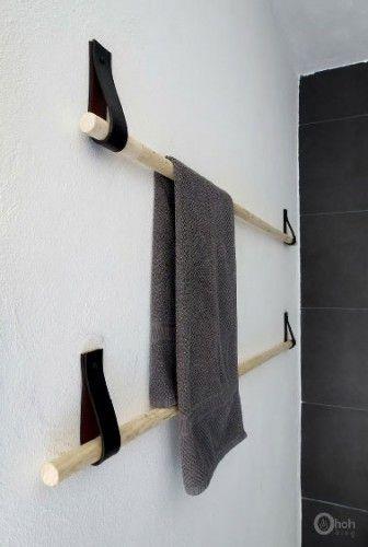Pour fabriquer un porte-serviette en bois et cuir, matériel nécessaire : une barre ronde en bois style manche à balais et des lanières de cuir récupérées sur de vieux sacs.